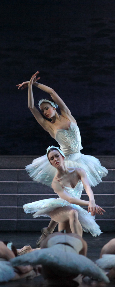clasica  Swan Lake returns at La Scala