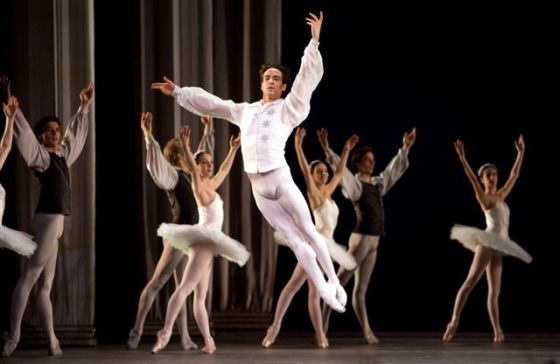 bailarines de ballet  Sascha Radetsky to Give Farewell Performance with ABT