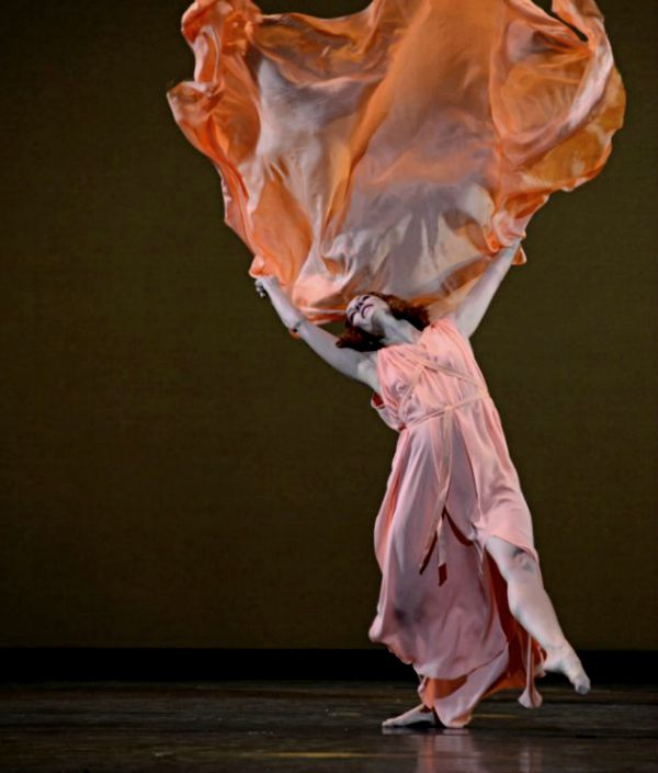 argumentos de ballet  Five Brahms Waltzes in the Manner of Isadora Duncan