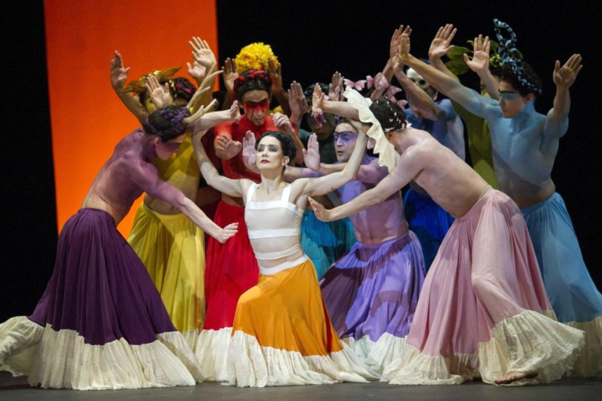 contemporanea bailarines de ballet  English National Ballet y un ballet para Frida Kahlo