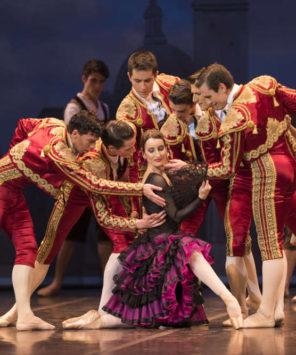"""La Compañía Nacional de Danza en la gira del ballet """"Don Quijote"""", de Minkus"""