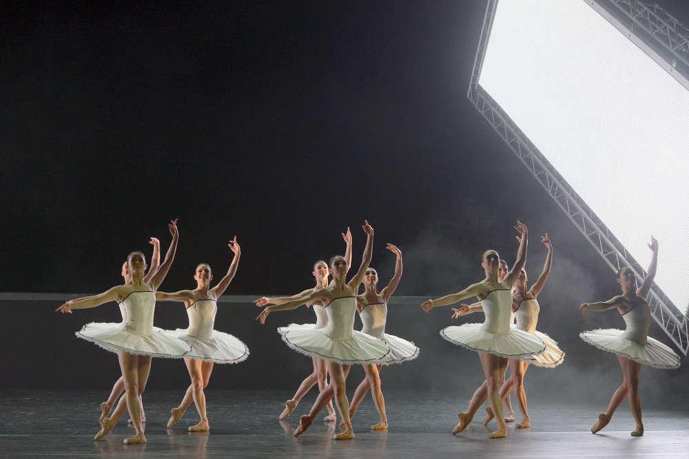 """colaboradores bailarines de ballet  """"3 by Ekman"""", el vertiginoso ritmo de la vida"""