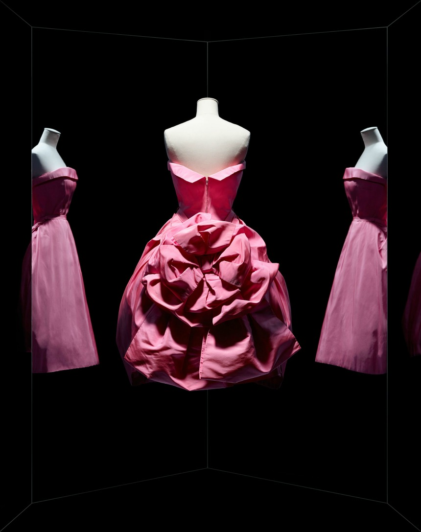 exposiciones  Dior Celebrates its 70th Anniversary with Epic Paris Exhibition
