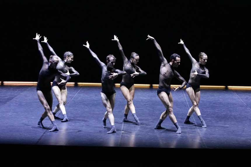 bailarines de ballet  La Dresden Frankfurt Dance Company hace su presentación en el Teatro Real