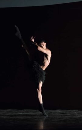 bailarines de ballet  Una noche con Forsythe en los Teatros del Canal y con la Compañía Nacional de Danza