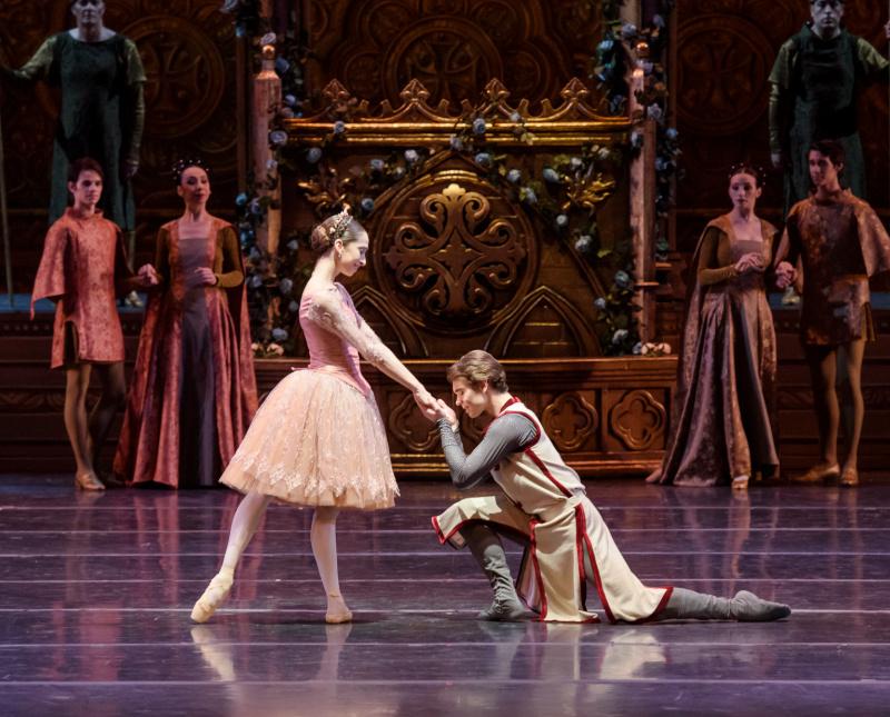 bailarines de ballet  60 años del Ballet de Santiago. Raymonda abre la nueva temporada.