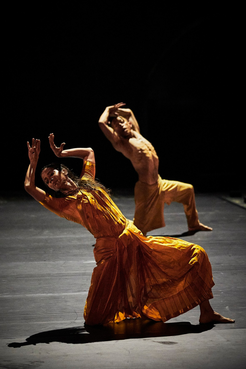 contemporanea bailarines de ballet  Outwitting the devil de Akram Khan y Ruth Little en el Festival dAvignon