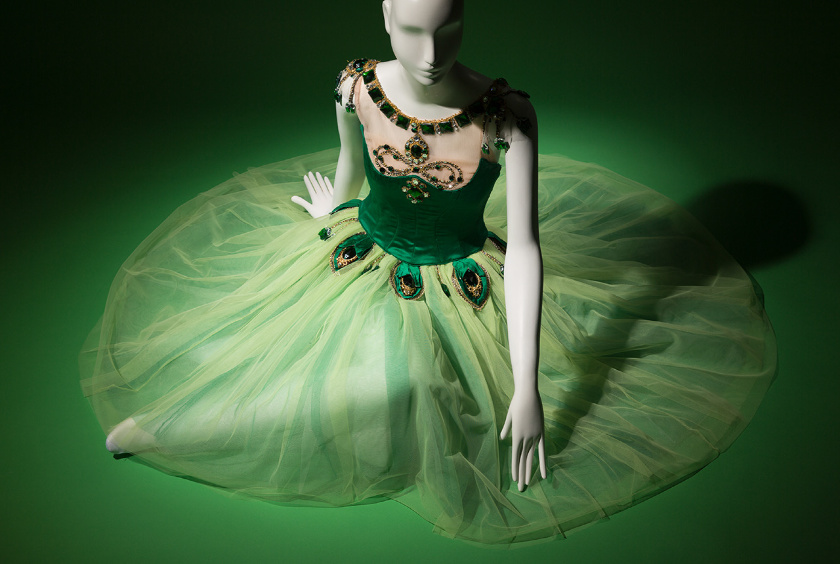 exposiciones bailarines de ballet  Exibición Ballerina: Fashion's Modern Muse en Museum at the Fashion Institute of Technology de New York City