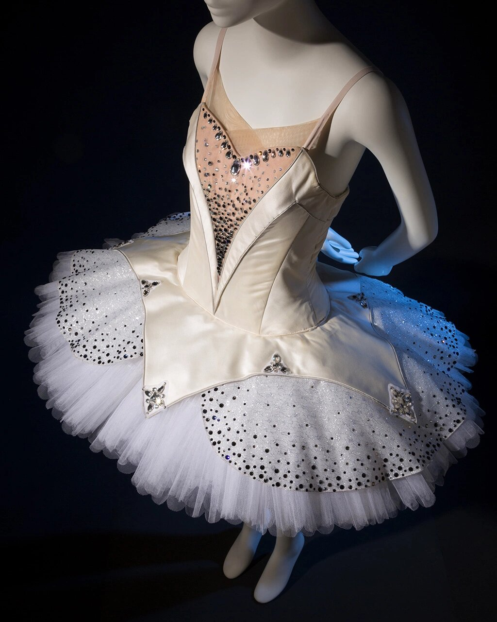 Exposición Ballerina: Fashion's Modern Muse en el Museo de FIT / 'Ballerina: Fashion's Modern Muse' Exhibition at the Museum at FIT